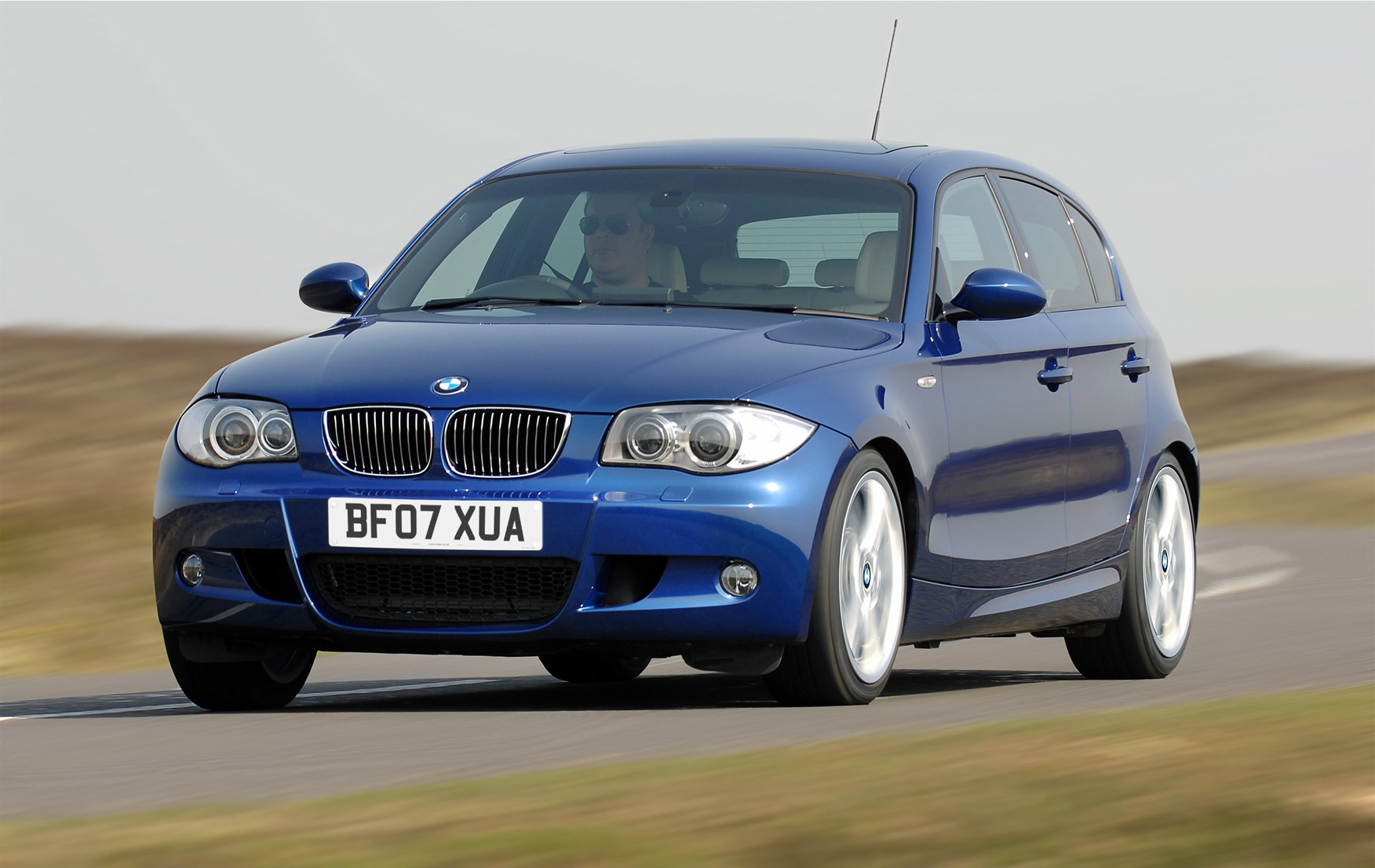 bmw 1 series hatchback review 2004 2011 parkers. Black Bedroom Furniture Sets. Home Design Ideas