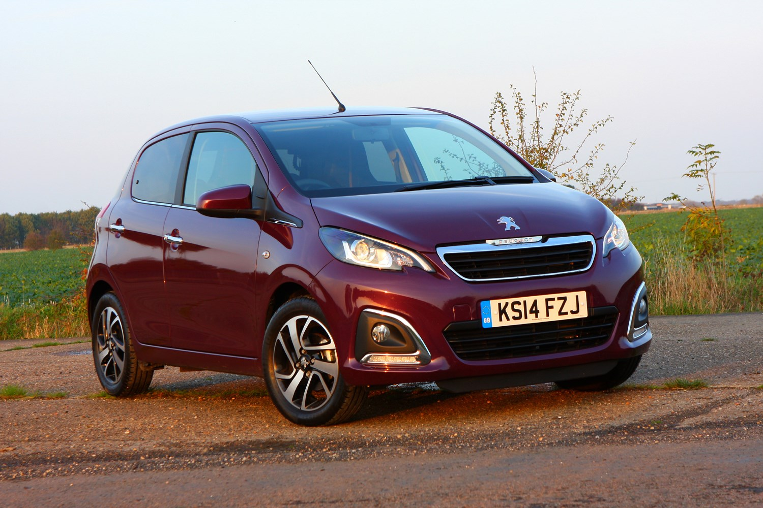 Peugeot 108 Hatchback Review (2014 - ) | Parkers
