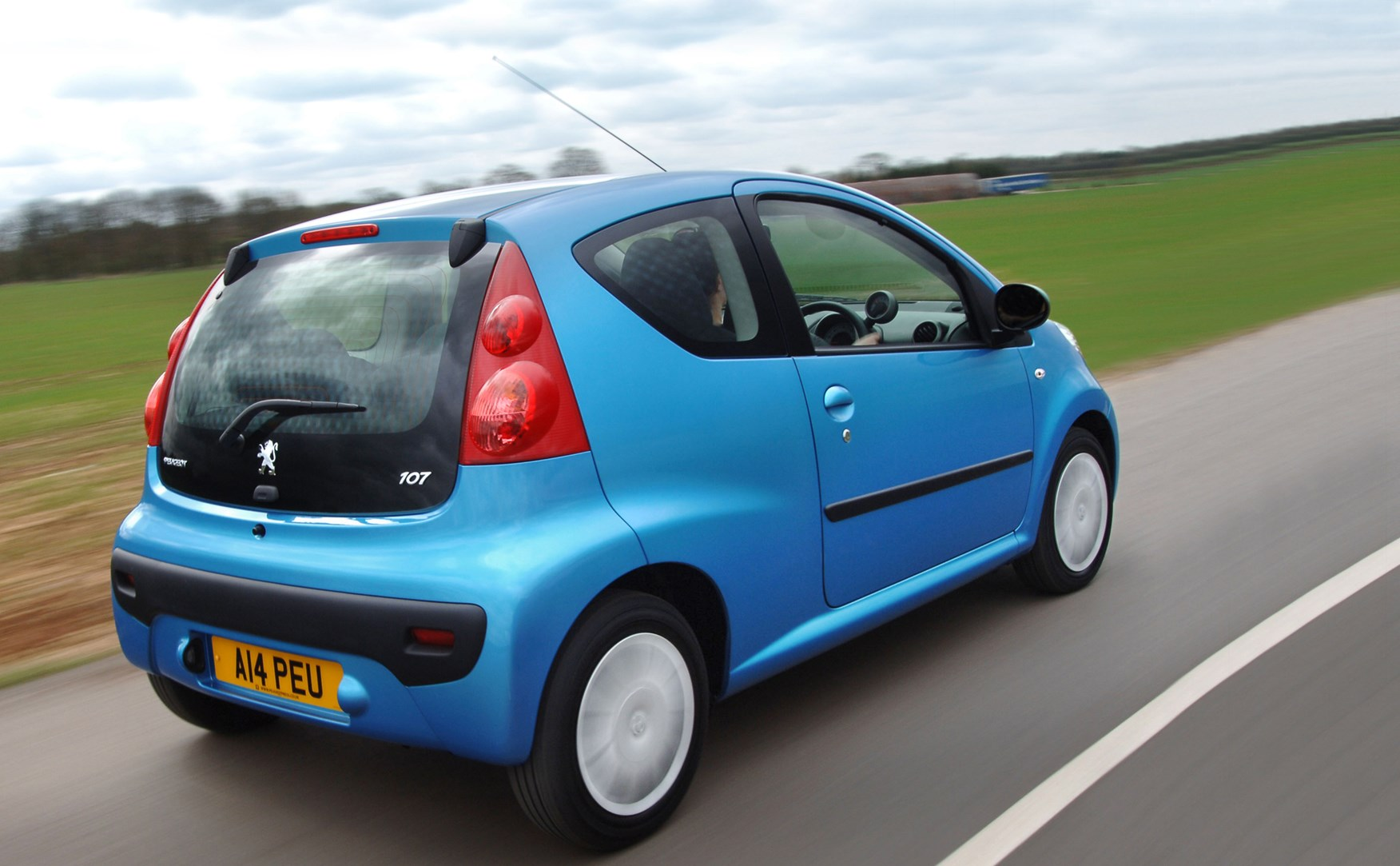 peugeot 107 hatchback 2005 2014 features equipment and accessories parkers. Black Bedroom Furniture Sets. Home Design Ideas