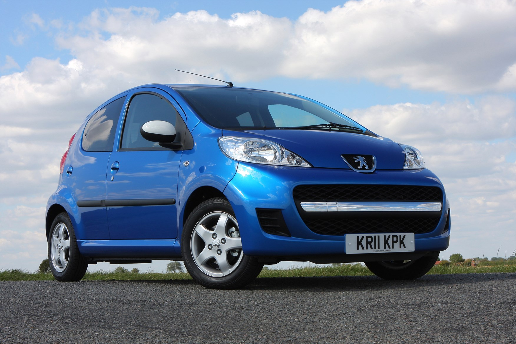 peugeot 107 hatchback 2005 2014 driving performance parkers. Black Bedroom Furniture Sets. Home Design Ideas