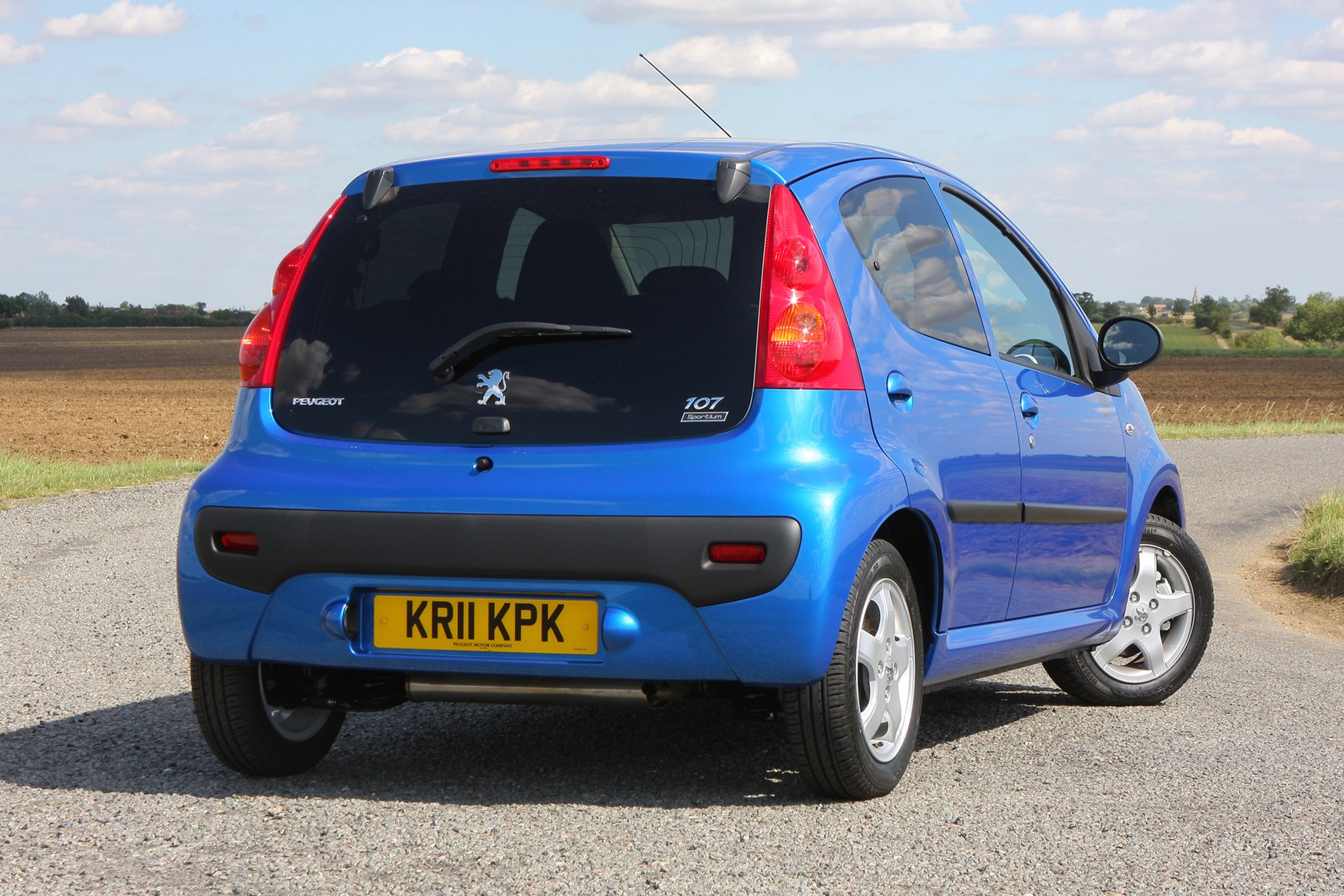 peugeot 107 hatchback (2005 - 2014) features, equipment and