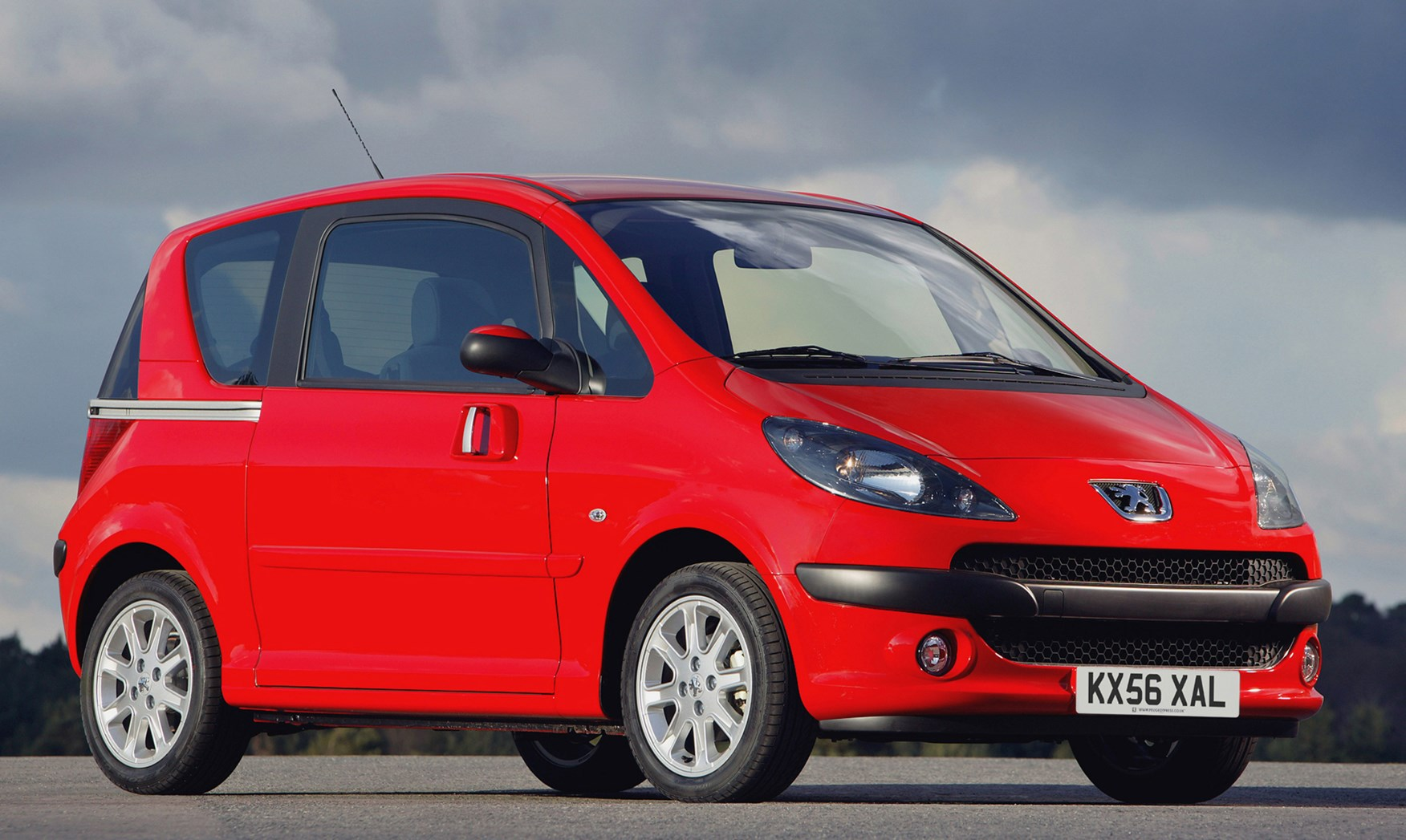 Peugeot 1007 Hatchback Review (2005 - 2009) | Parkers