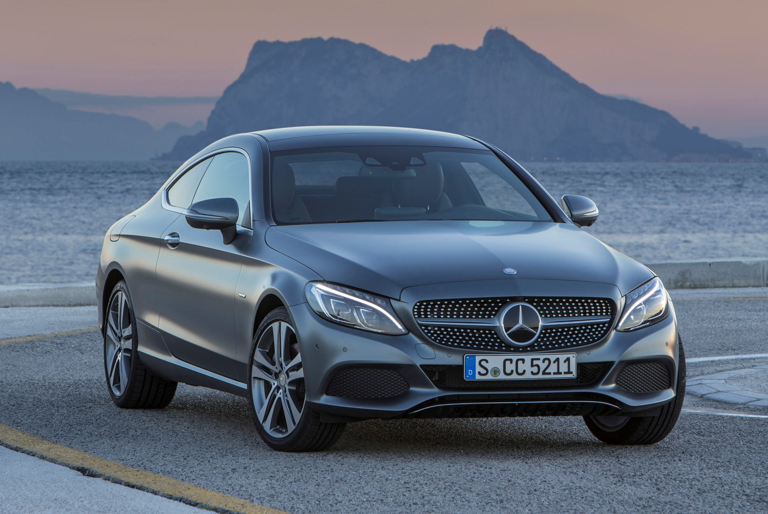 Mercedes benz c class coupe features parkers for Mercedes benz c coupe