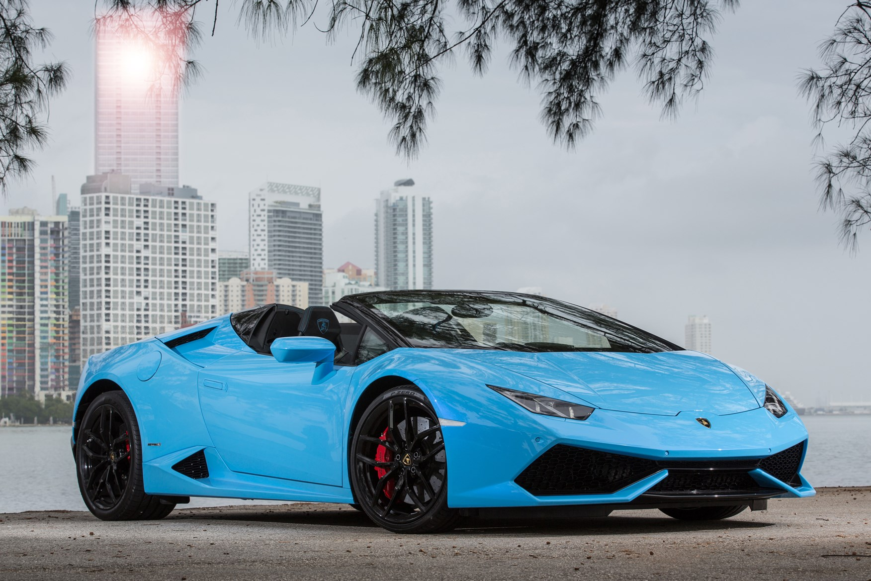 lamborghini huracan spyder review 2015 parkers. Black Bedroom Furniture Sets. Home Design Ideas