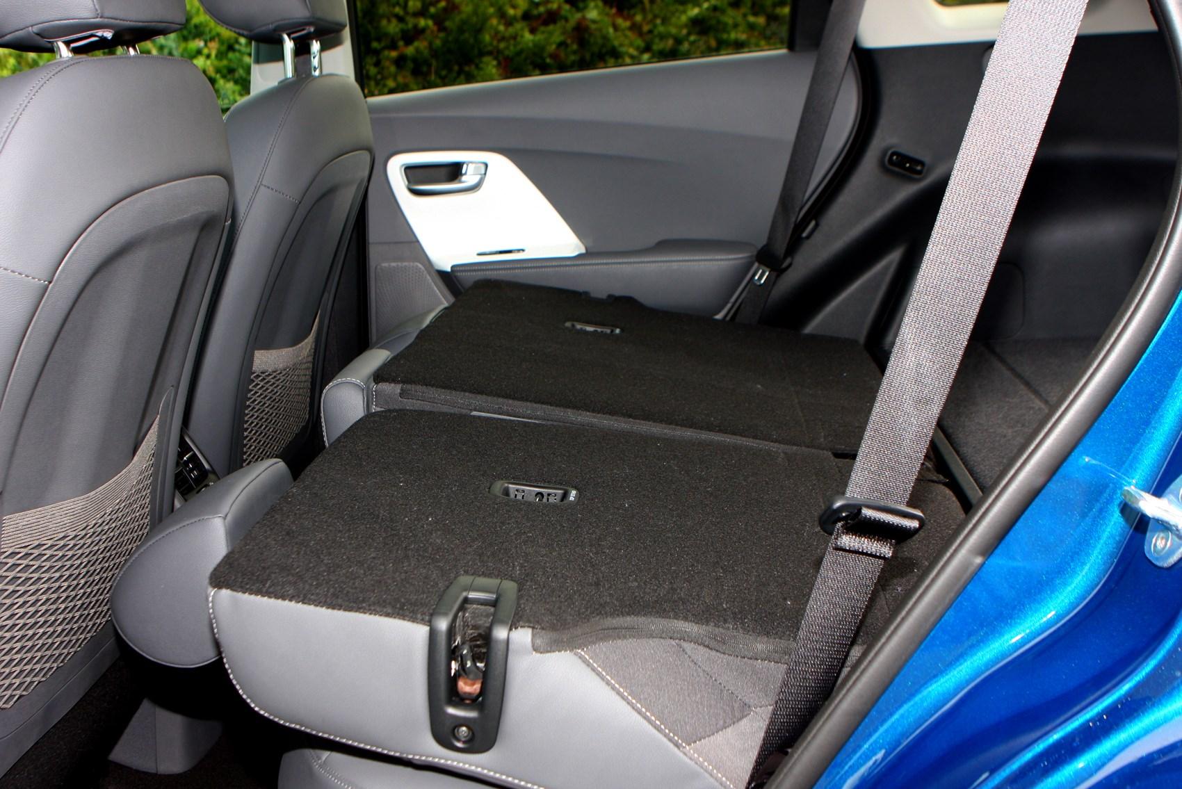 Kia niro suv 2016 rivals parkers - Kia niro interior ...