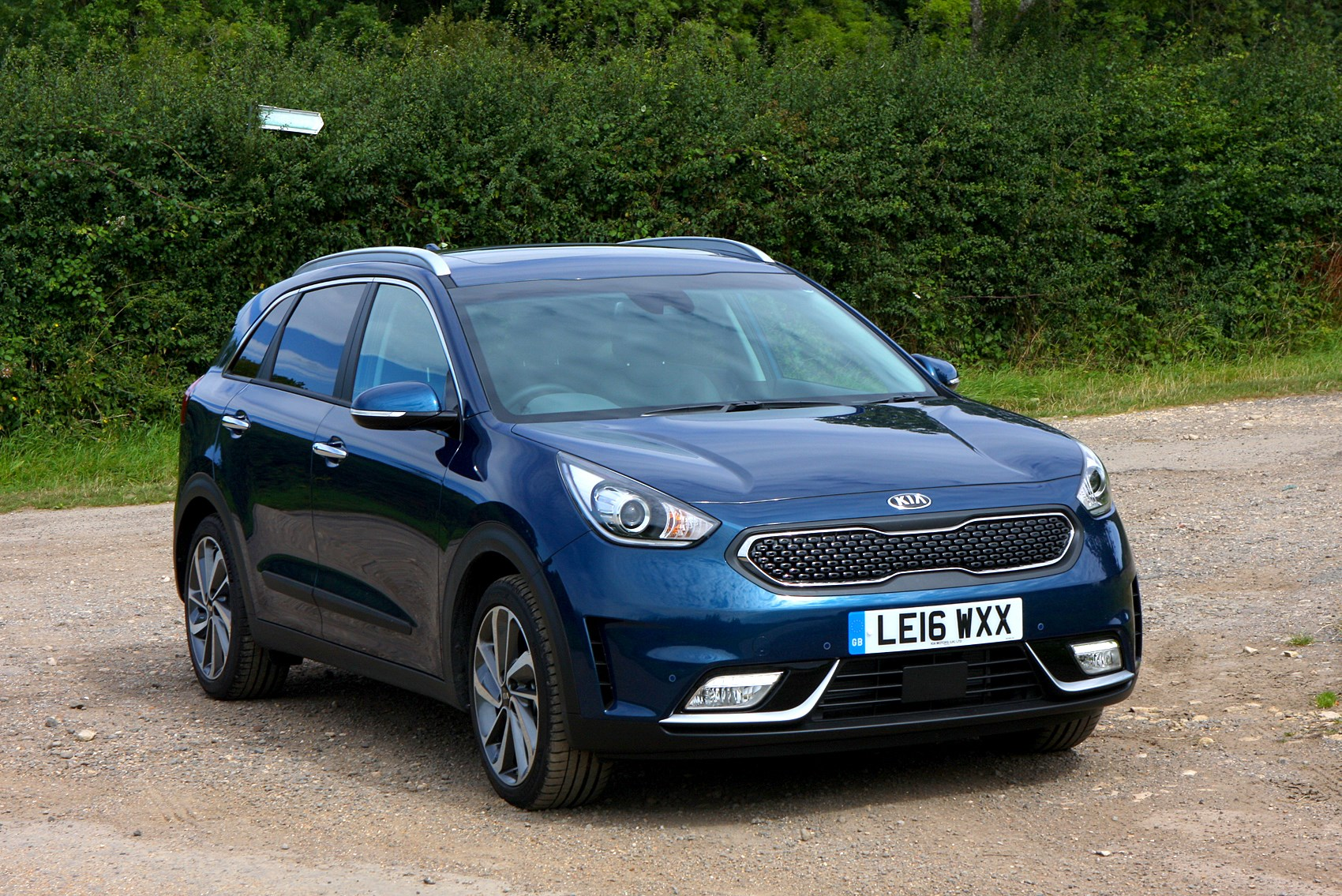 kia niro suv 2016 running costs parkers. Black Bedroom Furniture Sets. Home Design Ideas