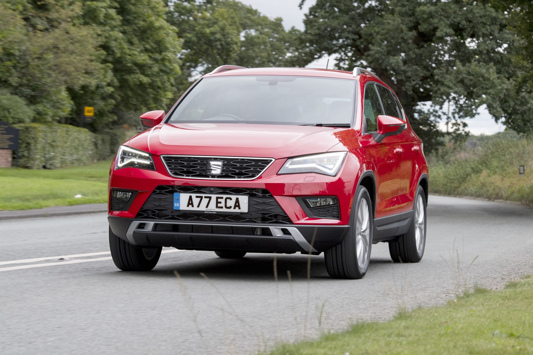seat ateca suv 2016 features equipment and accessories parkers. Black Bedroom Furniture Sets. Home Design Ideas
