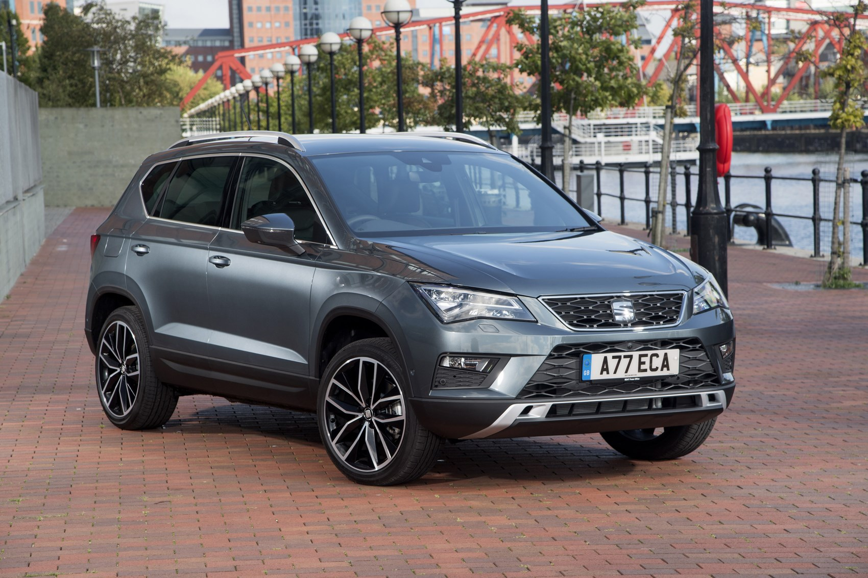 seat ateca suv 2016 buying and selling parkers. Black Bedroom Furniture Sets. Home Design Ideas