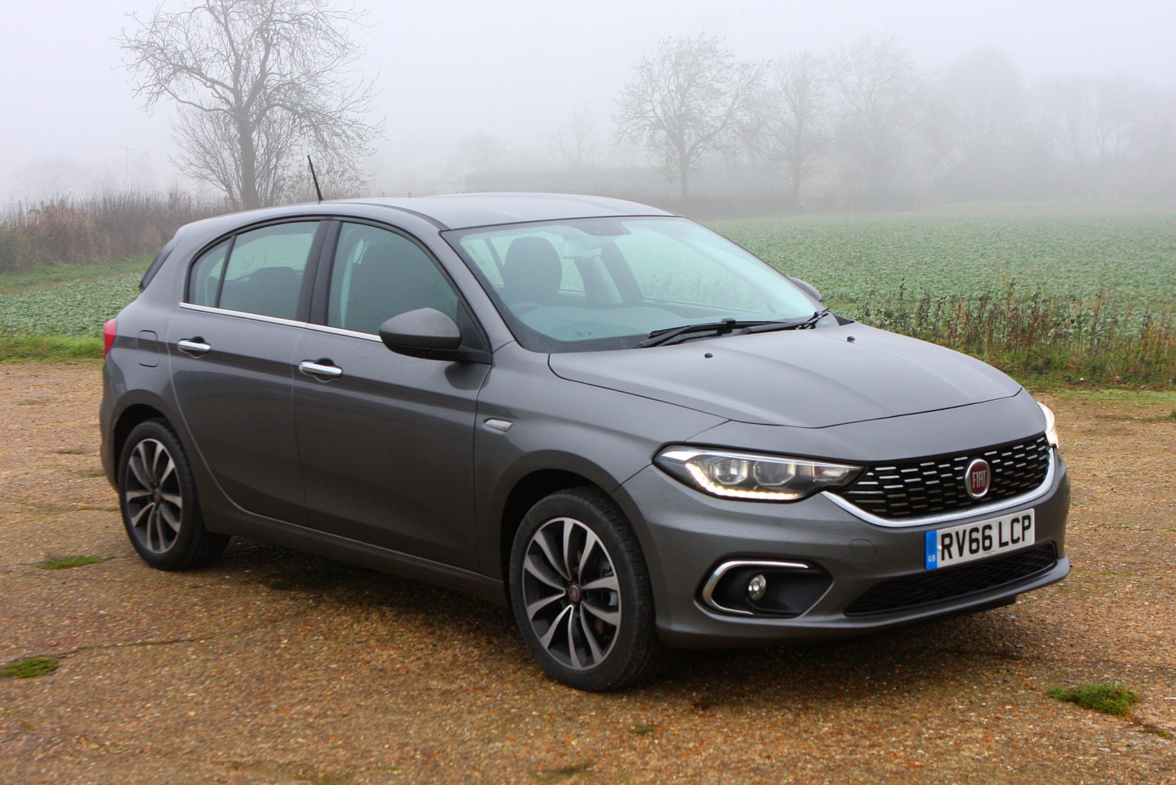 fiat tipo hatchback 2016 buying and selling parkers. Black Bedroom Furniture Sets. Home Design Ideas