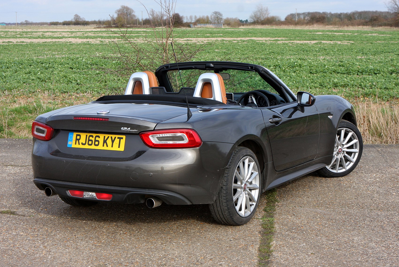 fiat 124 spider convertible review 2016 parkers. Black Bedroom Furniture Sets. Home Design Ideas