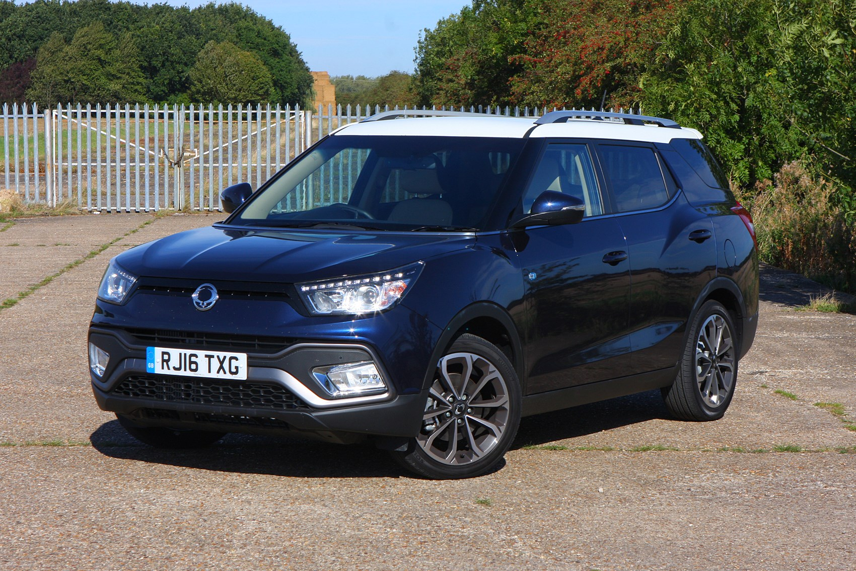 ssangyong tivoli xlv review parkers. Black Bedroom Furniture Sets. Home Design Ideas