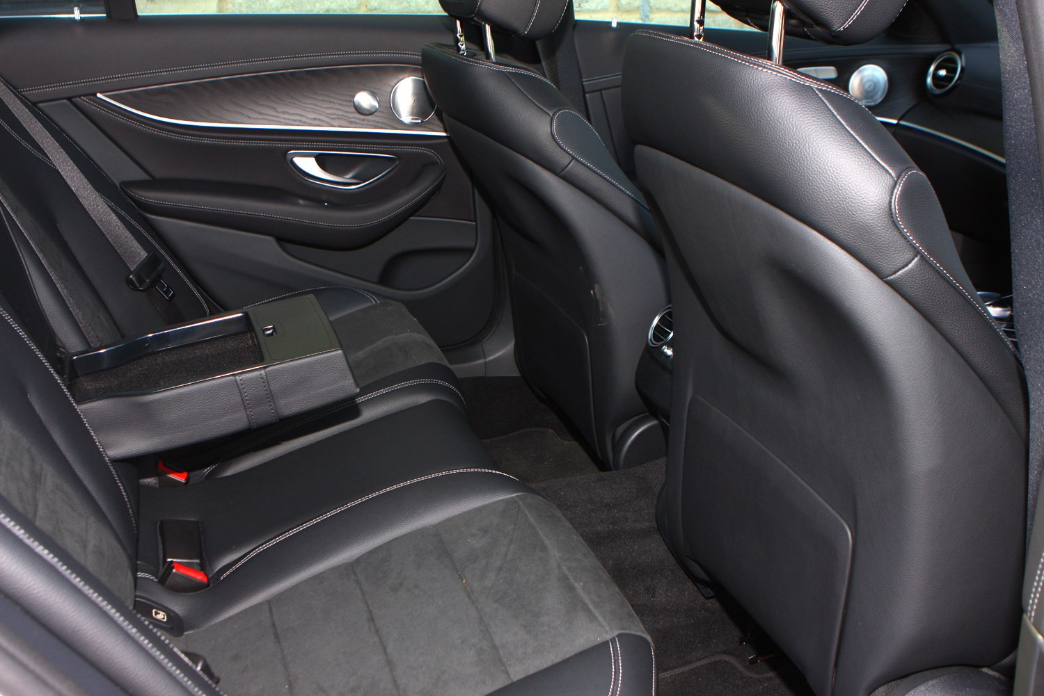 Mercedes benz e class saloon review 2016 parkers for Mercedes benz upholstery