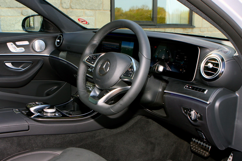 Mercedes benz e class saloon 2016 features equipment for Interior parts for mercedes benz
