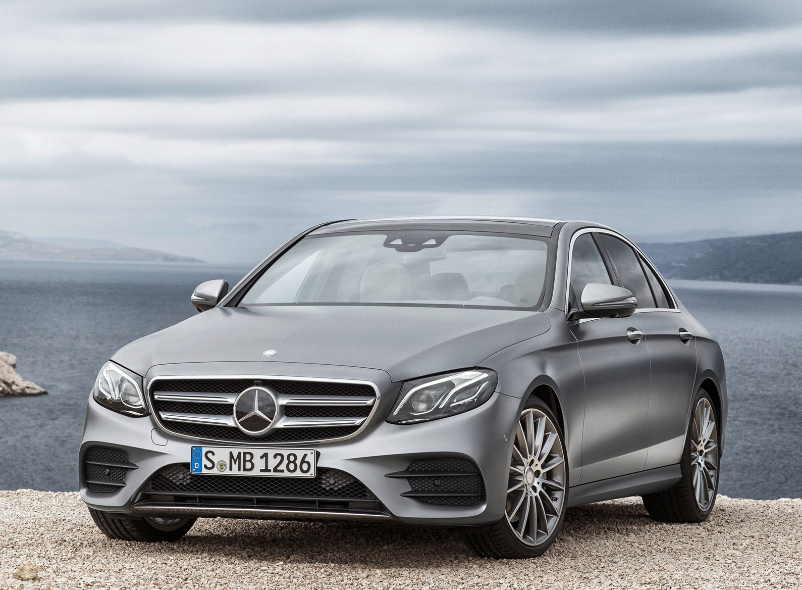 Mercedes benz e class saloon review 2016 parkers for How much is mercedes benz