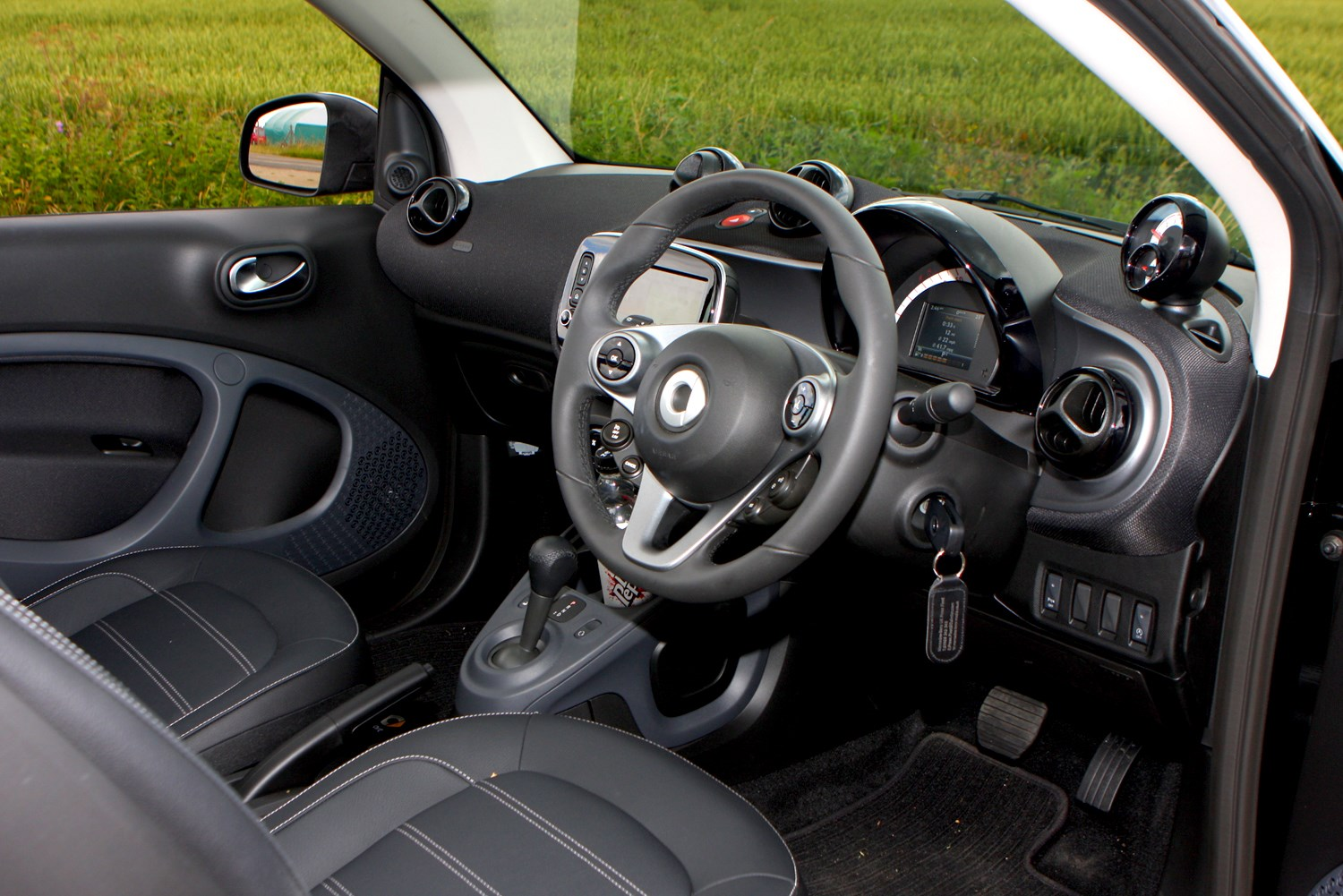 smart fortwo cabriolet 2016 features equipment and accessories parkers. Black Bedroom Furniture Sets. Home Design Ideas