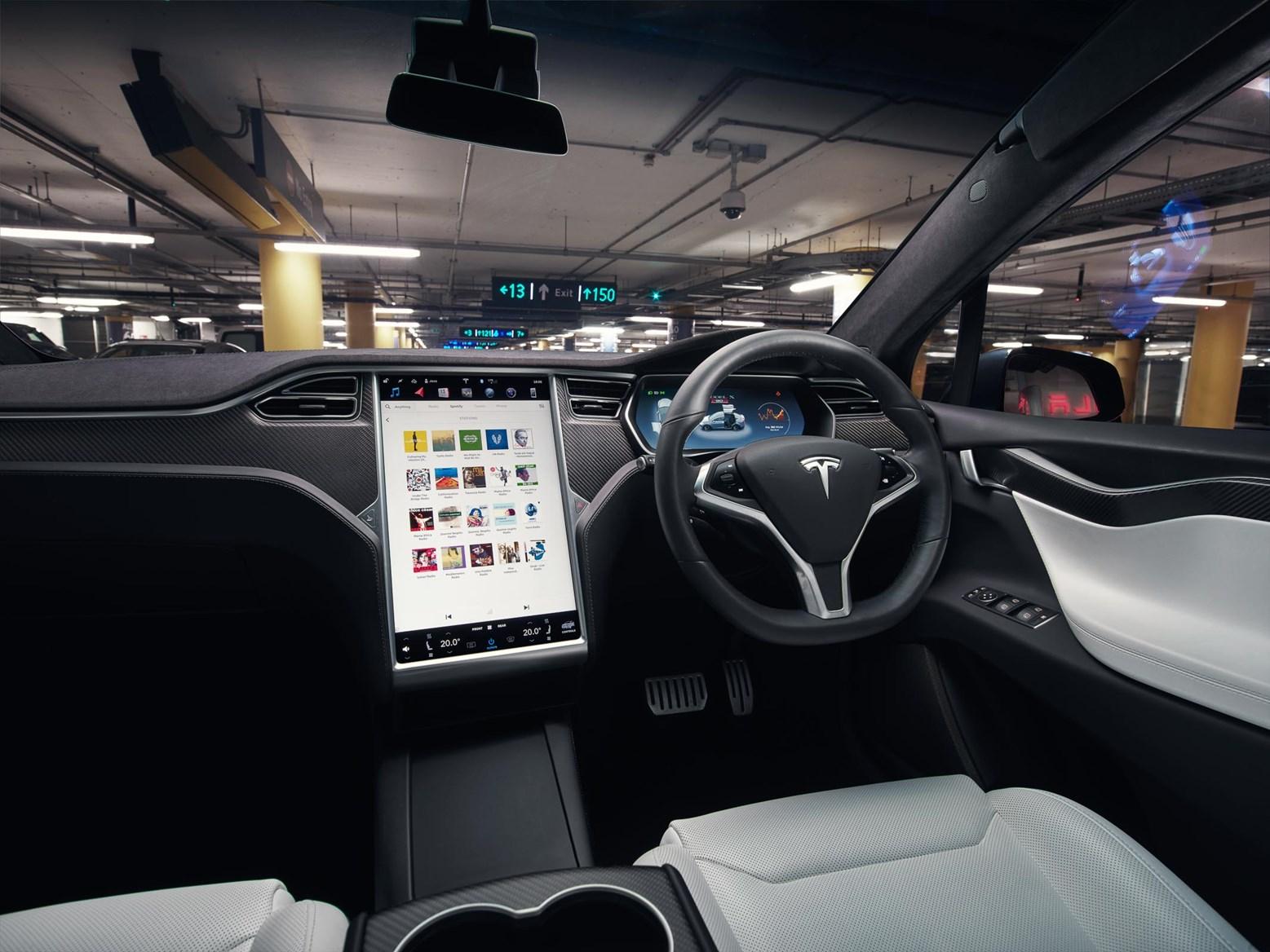 Tesla model x suv review 2016 parkers for Interieur tesla