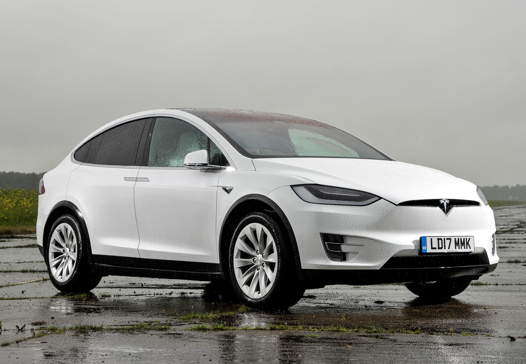 tesla model x suv review 2016 parkers. Black Bedroom Furniture Sets. Home Design Ideas