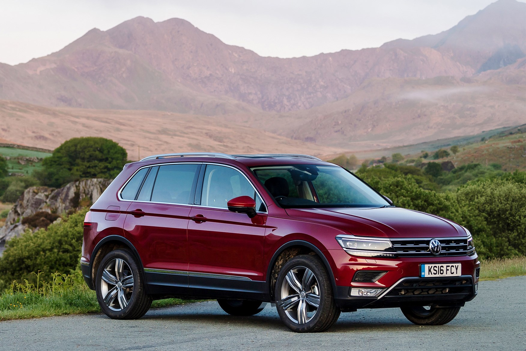 vw tiguan review parkers. Black Bedroom Furniture Sets. Home Design Ideas