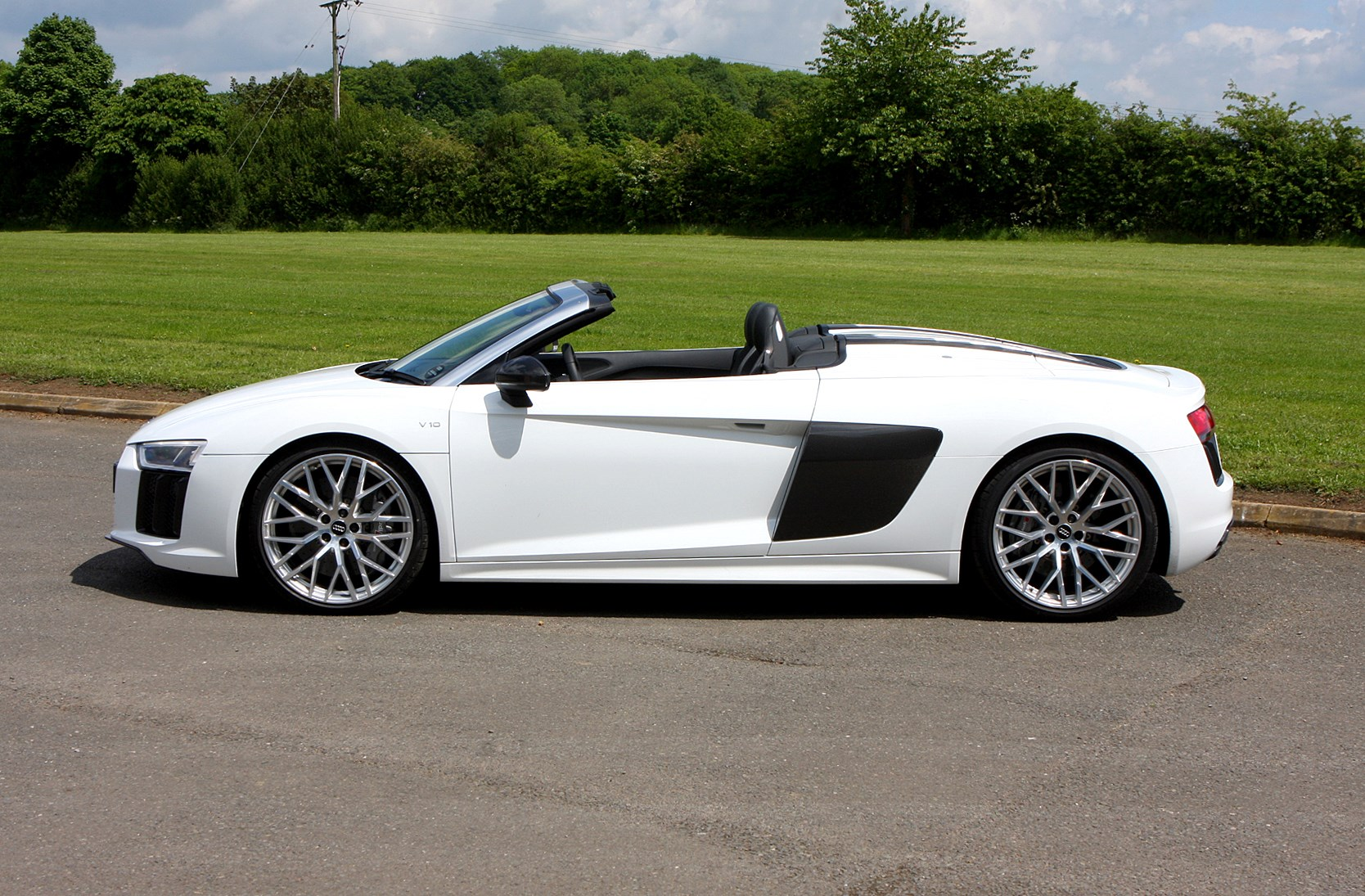 audi r8 spyder 2016 rivals parkers. Black Bedroom Furniture Sets. Home Design Ideas