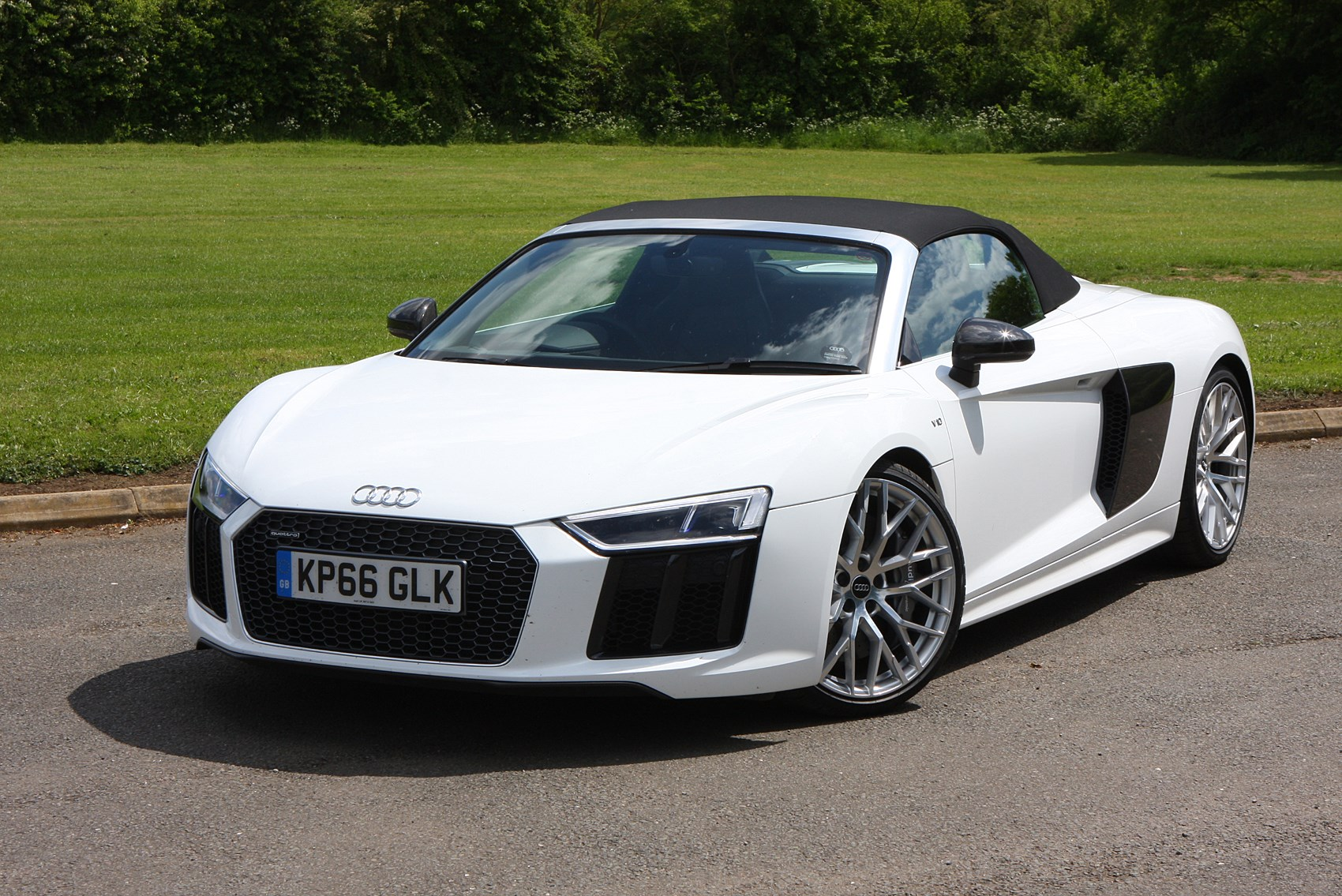 audi r8 spyder review summary parkers. Black Bedroom Furniture Sets. Home Design Ideas