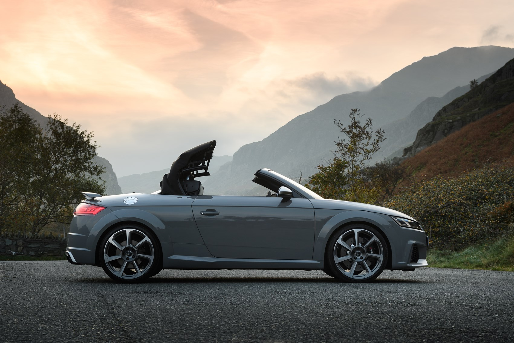 audi tt rs roadster review 2016 parkers. Black Bedroom Furniture Sets. Home Design Ideas