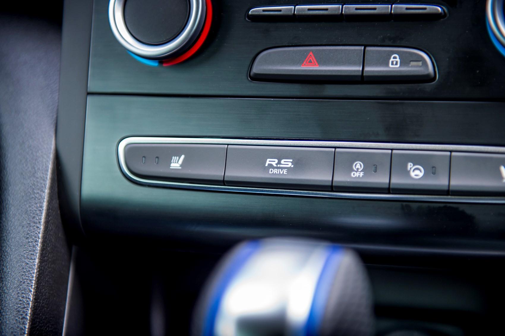 Renault Megane (2019) Interior Layout, Dashboard & Infotainment