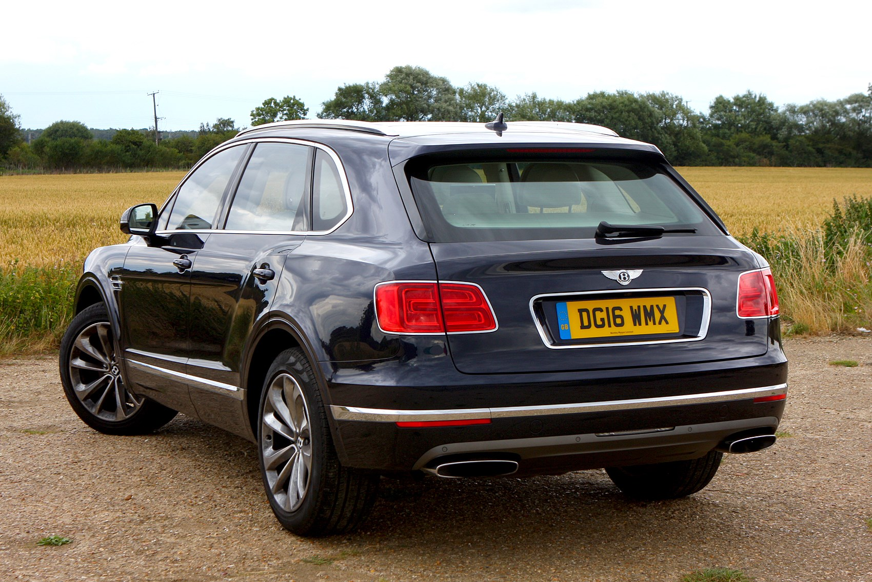 bentley bentayga suv 2016 driving performance parkers. Black Bedroom Furniture Sets. Home Design Ideas