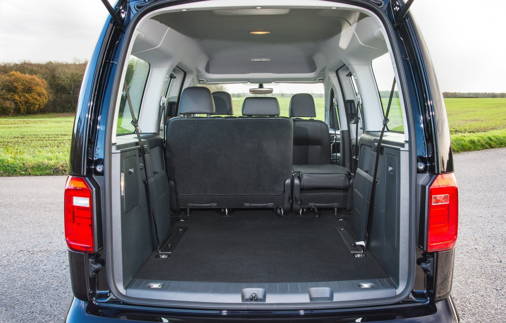 volkswagen caddy maxi life estate 2015 features equipment and accessories parkers. Black Bedroom Furniture Sets. Home Design Ideas