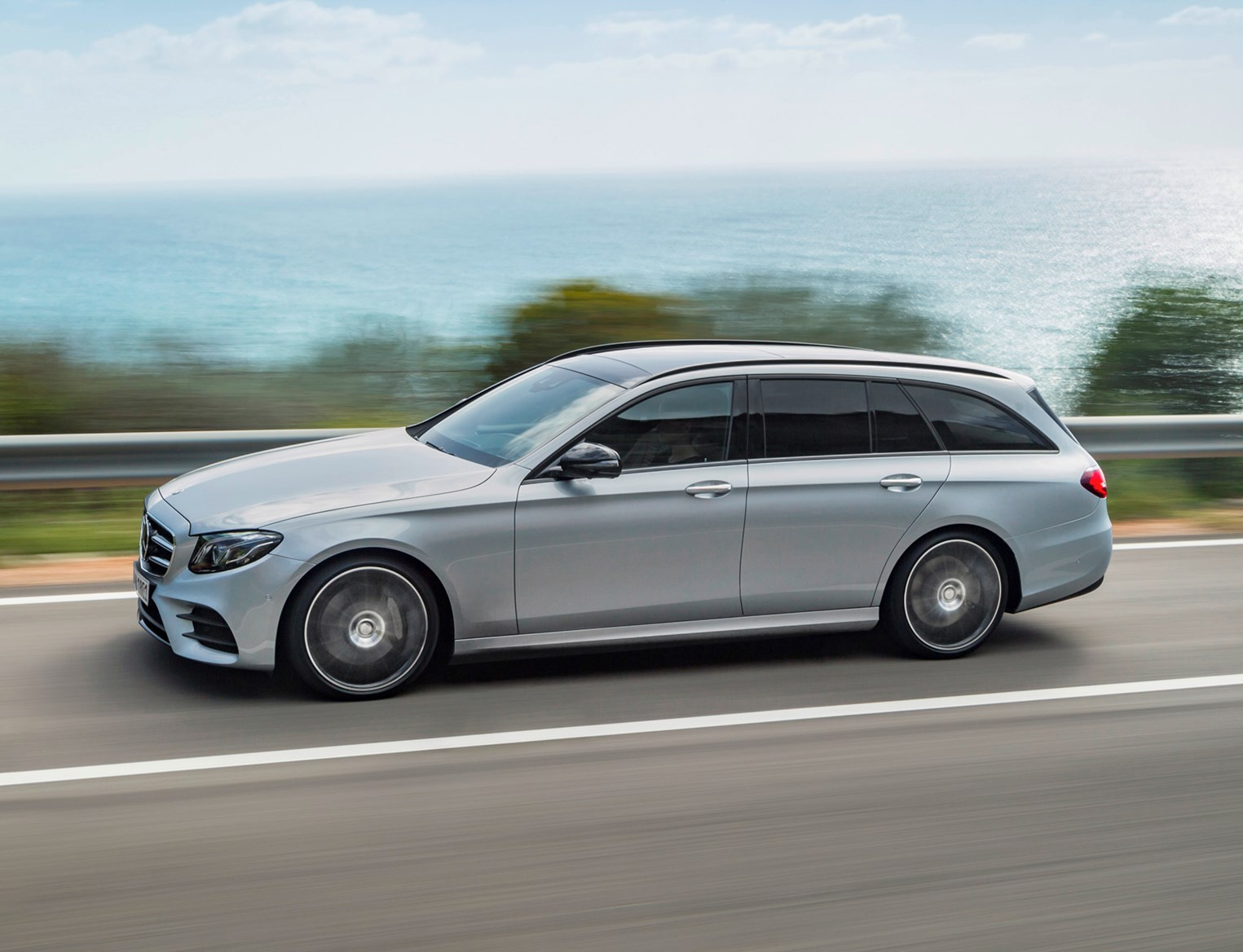 Mercedes benz e class estate review 2016 parkers for Mercedes benz of hoffman estates