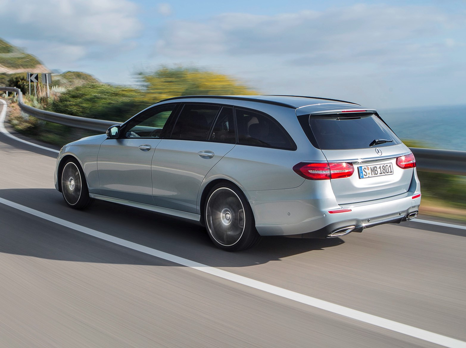 Mercedes benz e class estate review 2016 parkers for Mercedes benz e class images