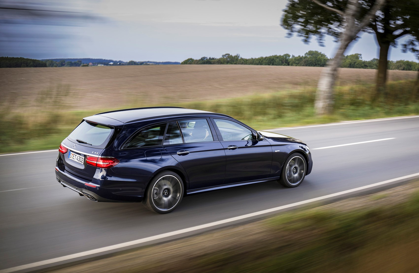 Mercedes-Benz E-Class Estate Review (2016 - ) | Parkers