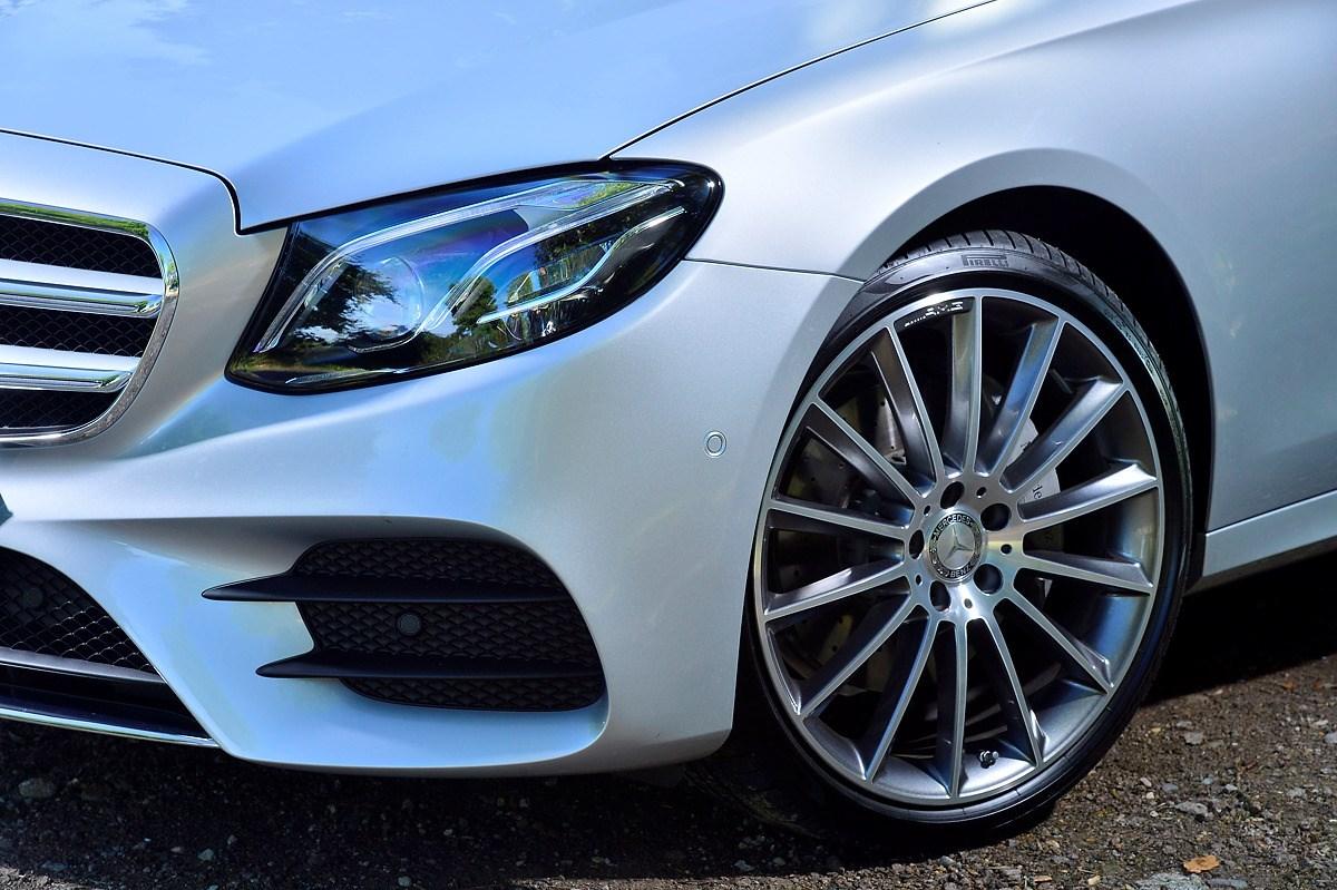 Mercedes benz e class estate review 2016 parkers for Mercedes benz detailing