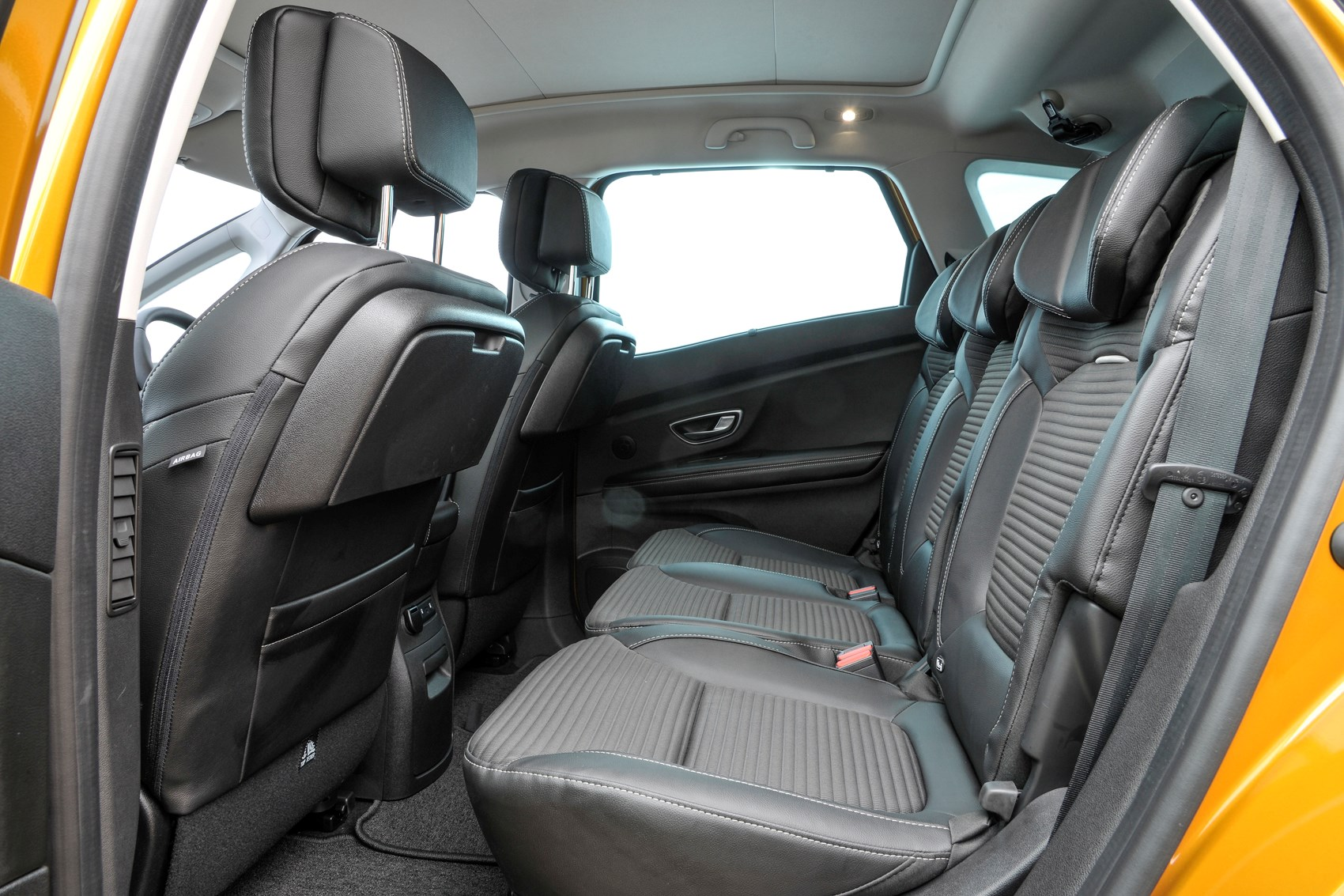 Renault scenic 2016 review parkers for Interior renault scenic