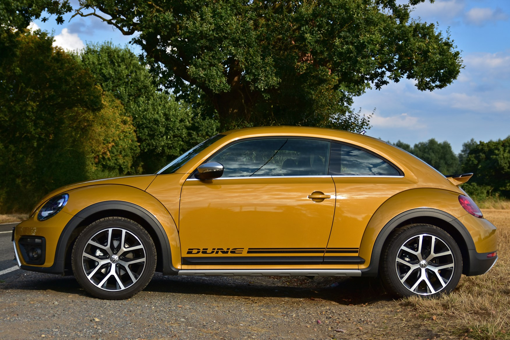 Used Volkswagen Beetle Dune Coupe 2016 2018 Review Parkers