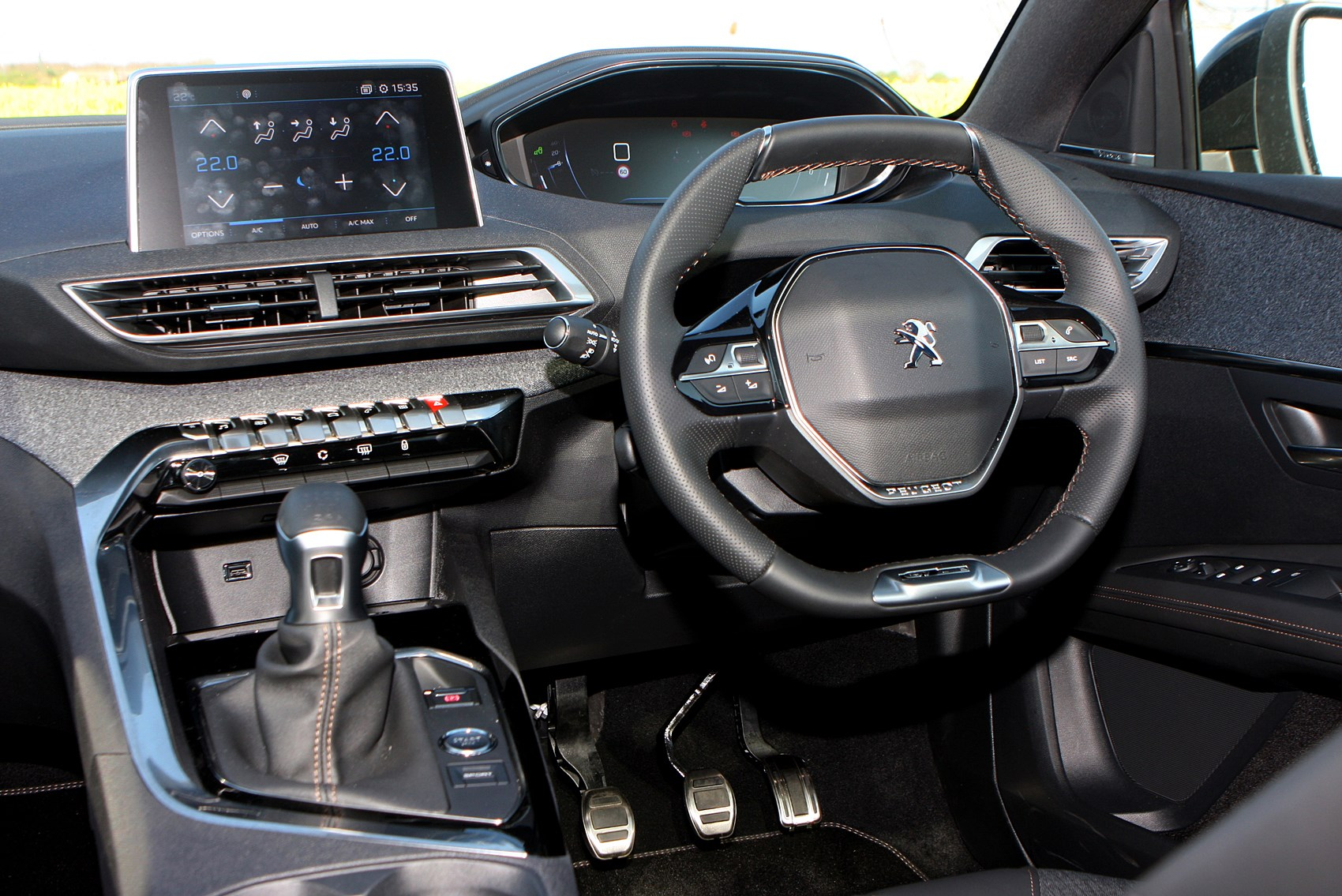 Peugeot 3008 suv 2016 features equipment and for Interieur 5008
