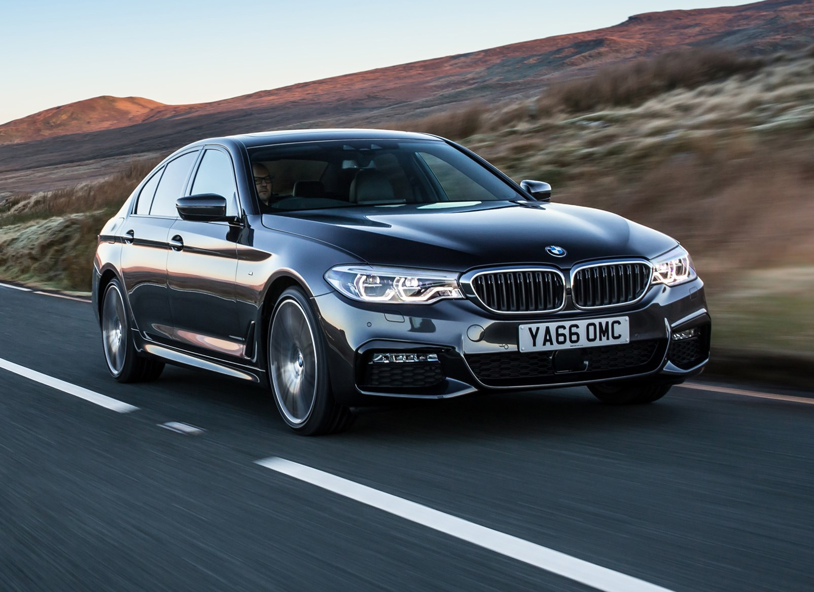 bmw 5 series saloon 2017 features equipment and accessories rh parkers co uk