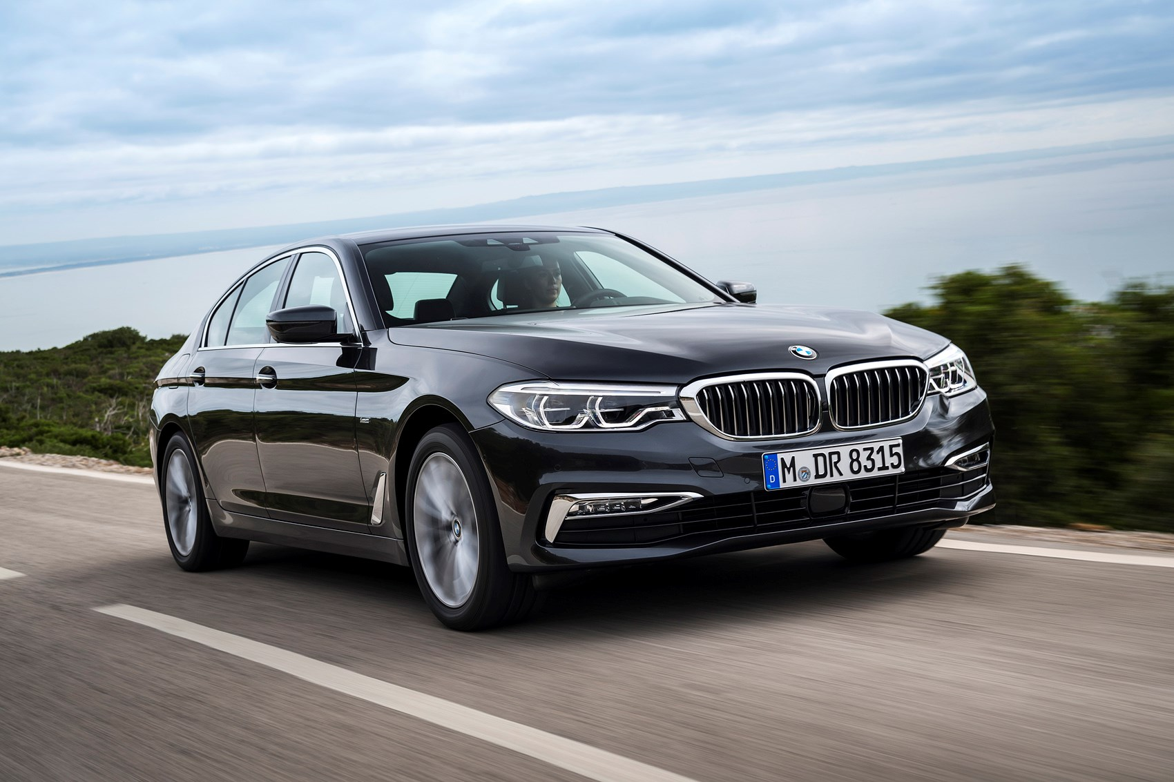 BMW 5-Series Saloon (2017 - ) Features, Equipment and Accessories ...