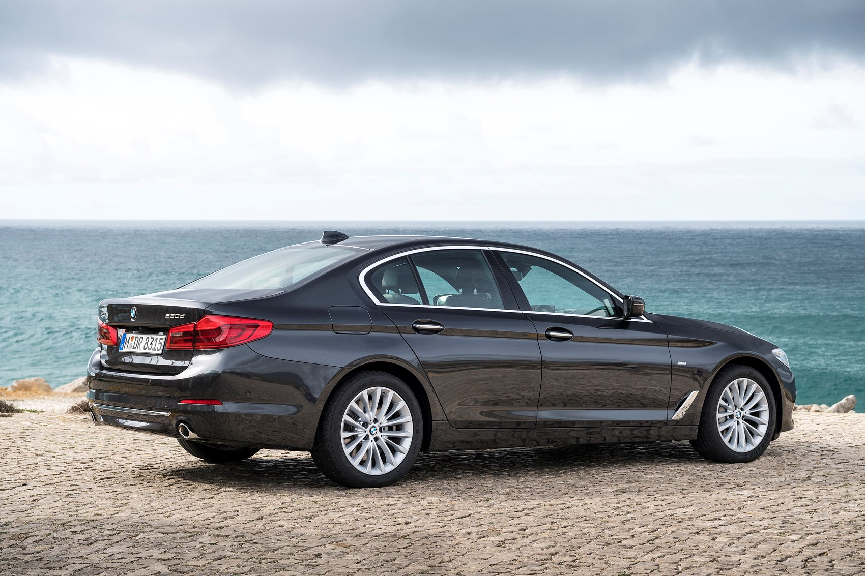 Bmw 5 Series Saloon 2017 Features Equipment And