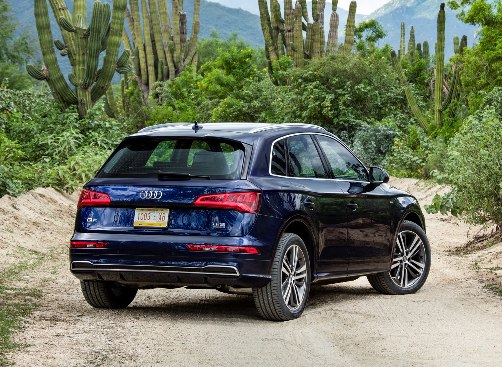 audi q5 suv 2016 features equipment and accessories parkers. Black Bedroom Furniture Sets. Home Design Ideas