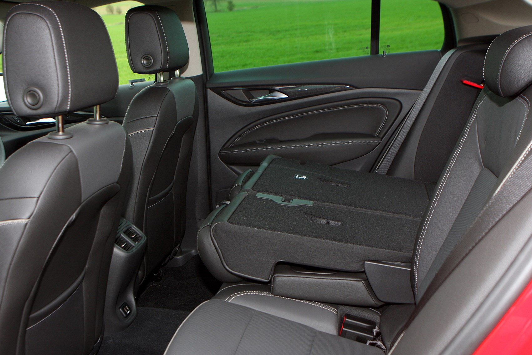 vauxhall insignia grand sport 2017 features equipment and accessories parkers. Black Bedroom Furniture Sets. Home Design Ideas