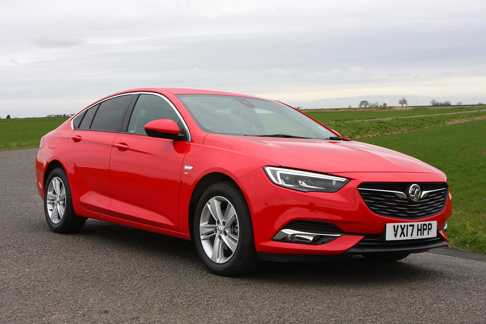 vauxhall insignia grand sport review features equipment. Black Bedroom Furniture Sets. Home Design Ideas