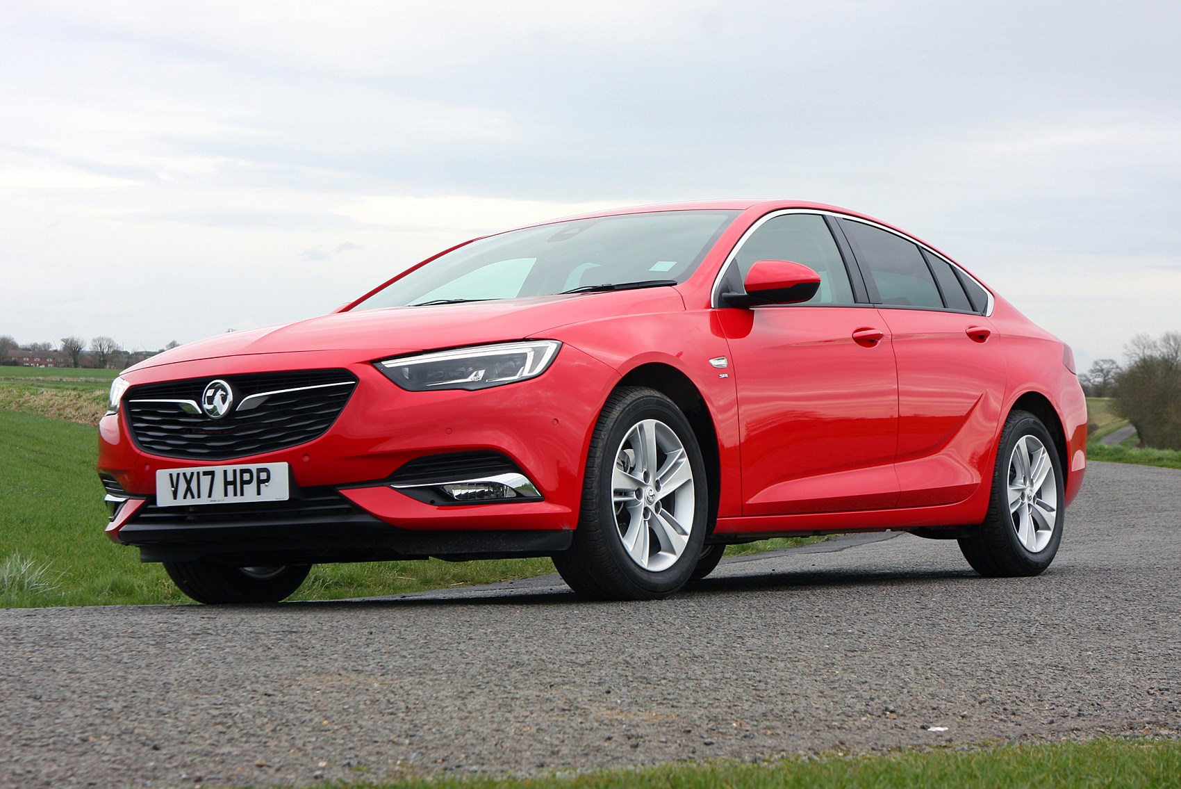 Vauxhall Insignia Grand Sport Review (2017 - ) | Parkers