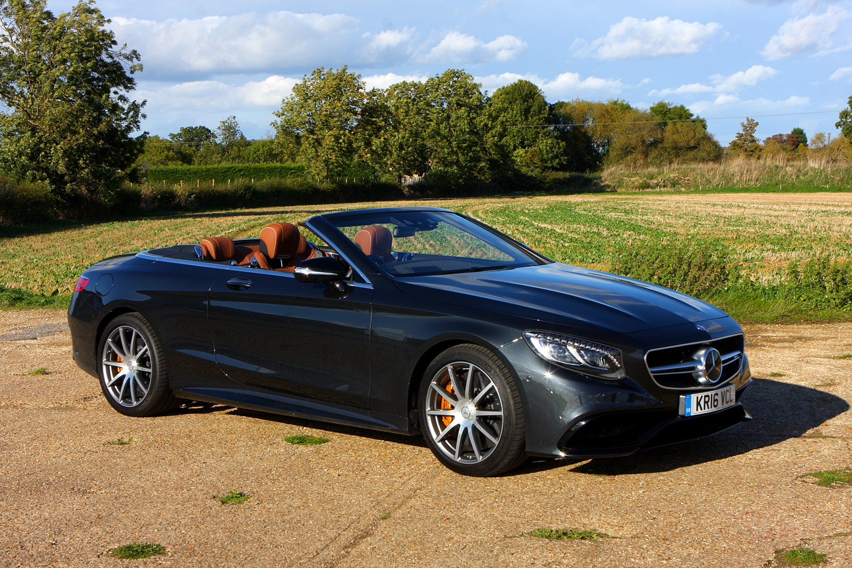 Mercedes benz s class cabriolet 2016 features for Mercedes benz s550 accessories