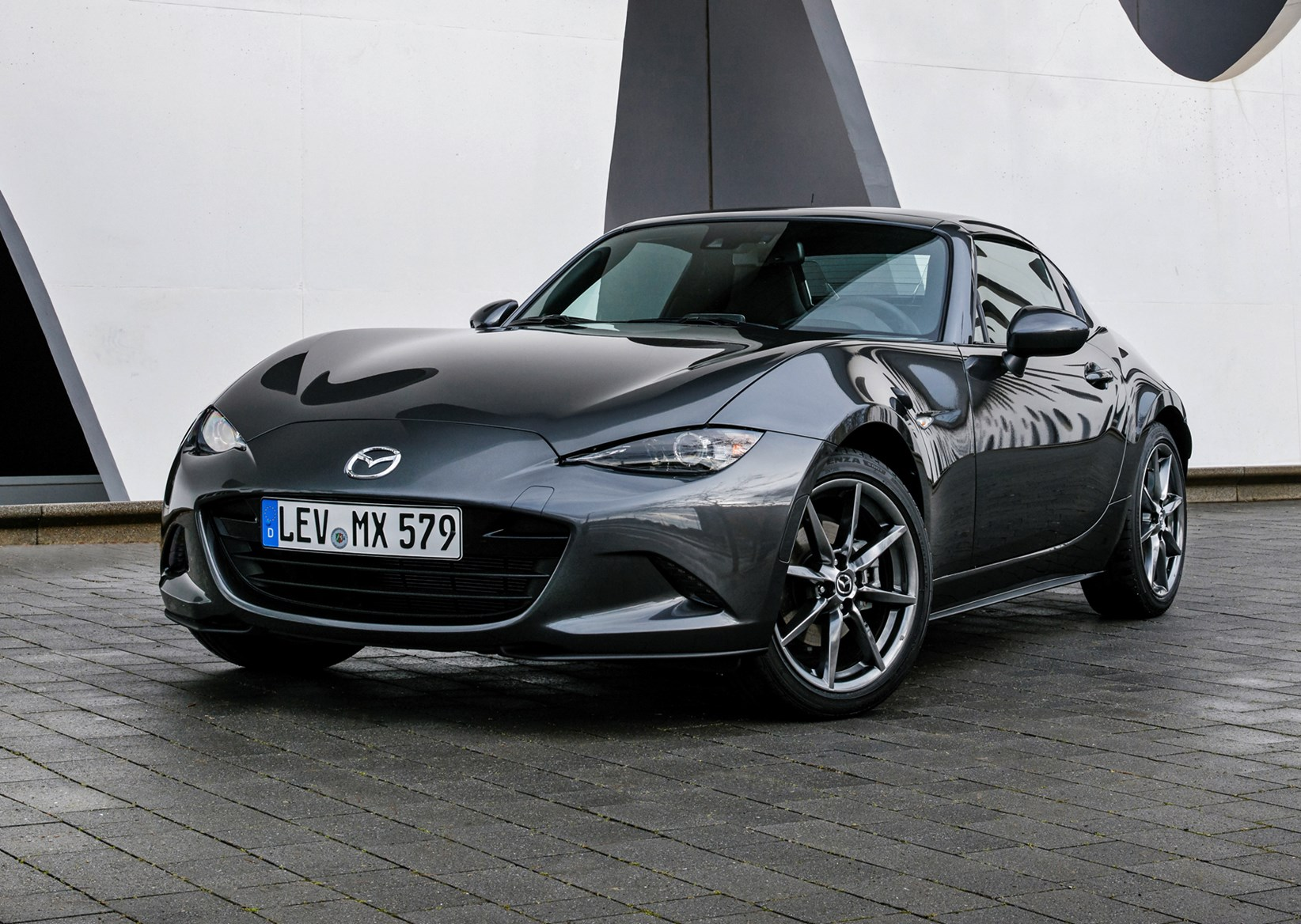 mazda mx 5 rf 2017 features equipment and accessories parkers. Black Bedroom Furniture Sets. Home Design Ideas