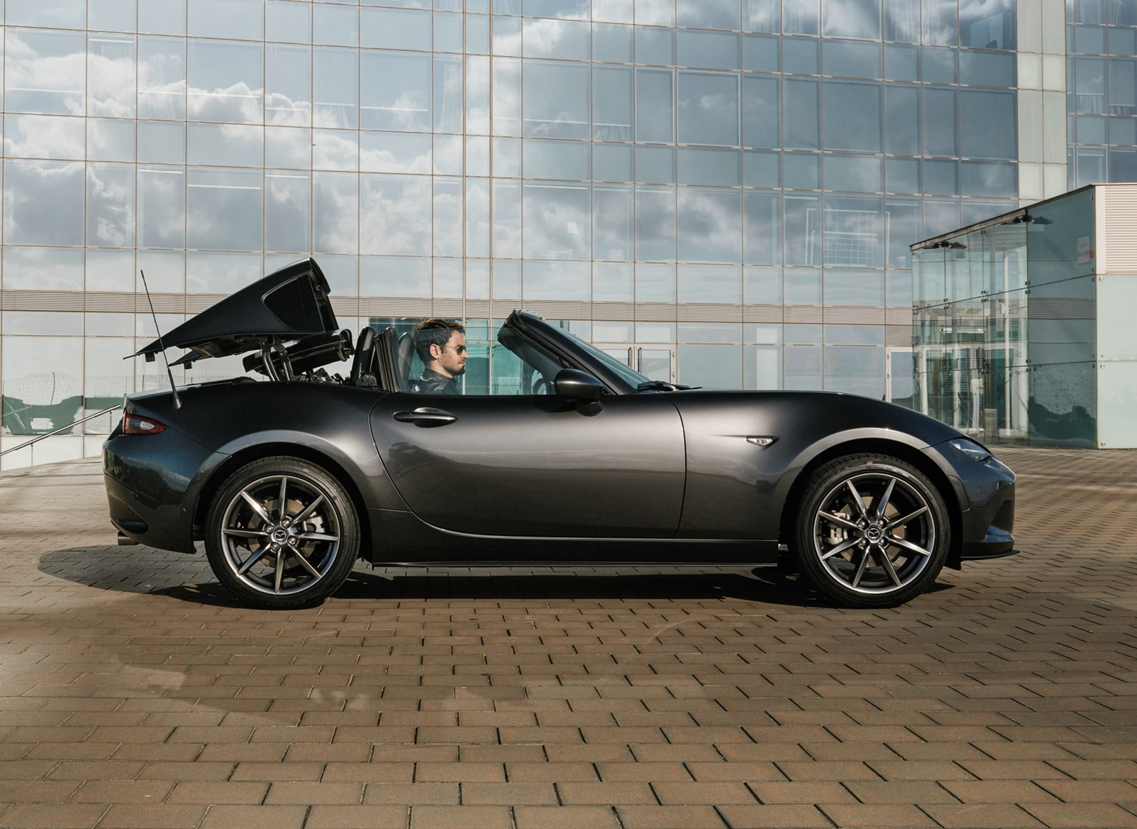 2017 Mx 5 Rf >> Mazda MX-5 RF review | Parkers