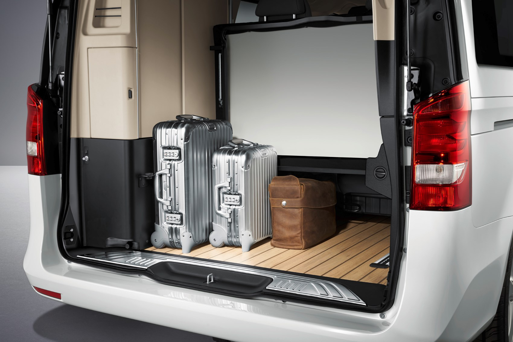 d135ff28fa ... Mercedes-Benz 2017 V-Class Marco Polo Boot load space ...