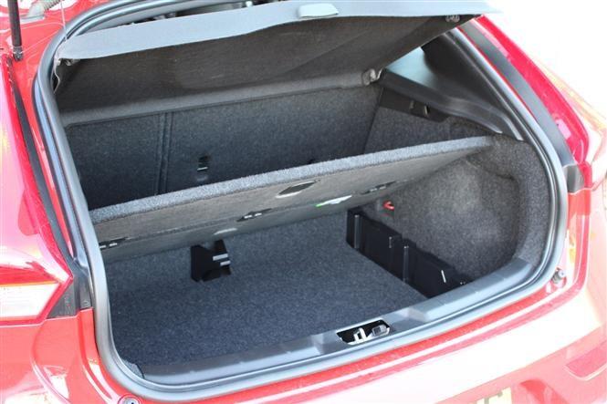 Volvo V40 Vs Mercedes Benz A Class Parkers