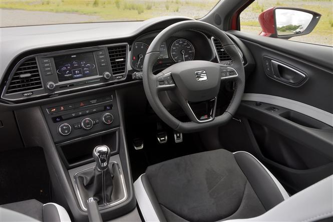 seat leon cupra manual versus auto parkers rh parkers co uk seat leon cupra 300 manual seat leon cupra manual boost controller