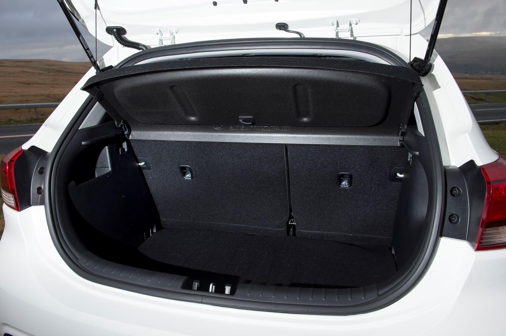 Kia 2017 Rio Hatchback Boot Load E