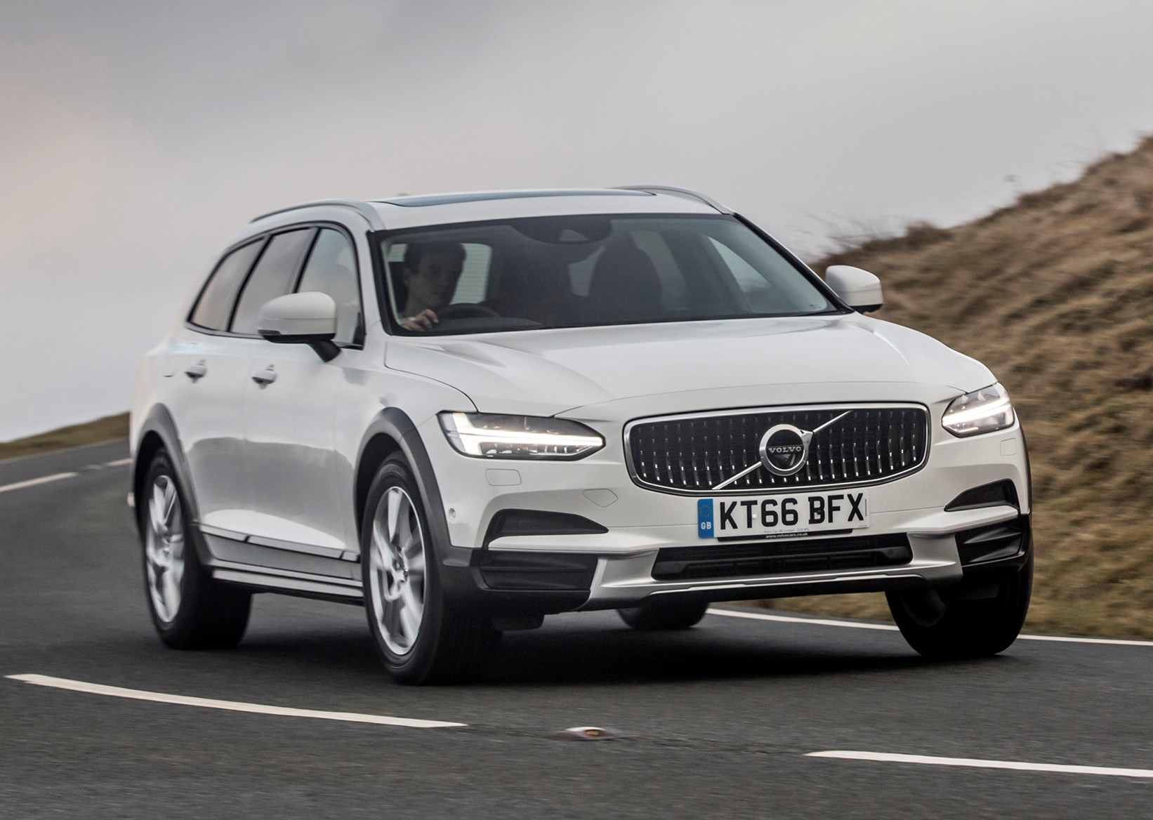 volvo v90 cross country review (2017 - ) | parkers